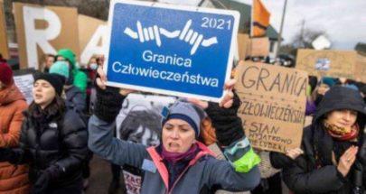 بولنديات يتظاهرن ضد ترحيل مهاجرين إلى الحدود البيلاروسية image