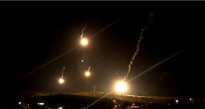 قنابل مضيئة اسرائيلية فوق بوابة فاطمة image
