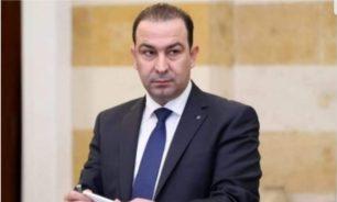 رشق موكب وزير الزراعة خلال تقديم واجب العزاء بضحية احداث الطيونة image