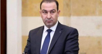 رشق موكب وزير سابق خلال تقديم واجب العزاء بضحية احداث الطيونة image