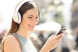 ما الخطر الذي تسببه سماعات الأذن؟ image