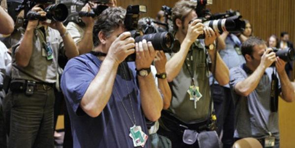 تعالوا نتعرف معاً على #التحقيق_ الصحفي Feature story وما هي وظائفه ..وهو  واحد من أهم الفنون الصحفية.. - مجلة فن التصوير